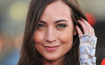 Courtney Ford Height Weight Bra Size Body Measurements