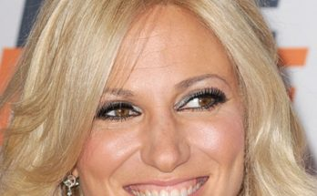 Debbie Gibson Weight, Height, Shoe Size, Biography, Bra Size